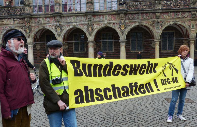 Mahnwache gegen Bundeswehrempfang