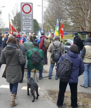 Ostermarsch-Aktion vor Logistikschule der Bundeswehr