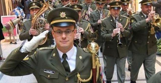Die Czech Army Central Band marschiert durch die Bremer Innenstadt